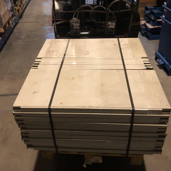 Innleggshyller 1050x450mm lakkert
